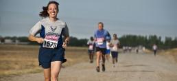 wettbewerb-rennen-marathon-ziel-gewinner-gluecklich